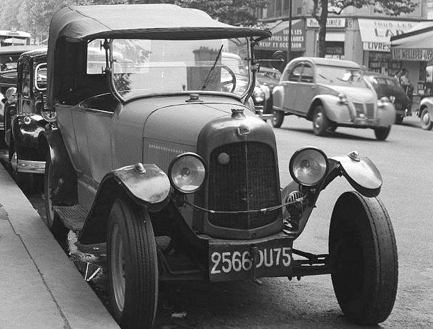 Photogriffon cartes postales des belles voitures for Salon vieilles voitures