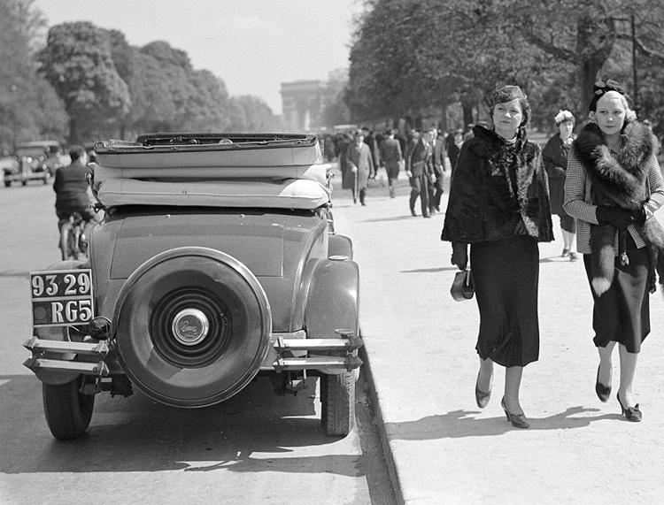 Photogriffon - Cartes postales des belles voitures anciennes ...