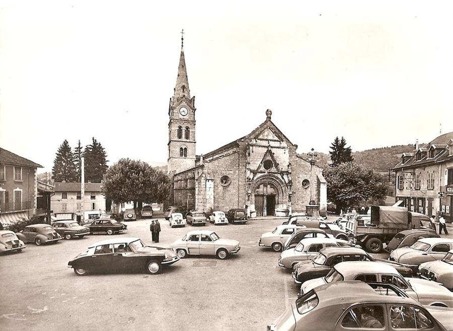 Photogriffon cartes postales des belles voitures for Garage voiture ancienne la rochelle