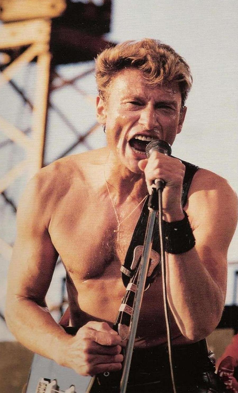 Prêt à attendre Noël ? Johnny-hallyday-torse-nu-concert-humanite-1985-copyright-DR