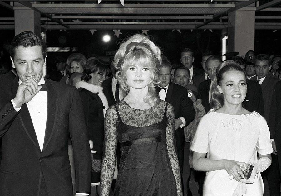 Alain Delon avec Brigitte Bardot et Jeanne Moreau à Mexico - 1965 © Photo sous Copyright